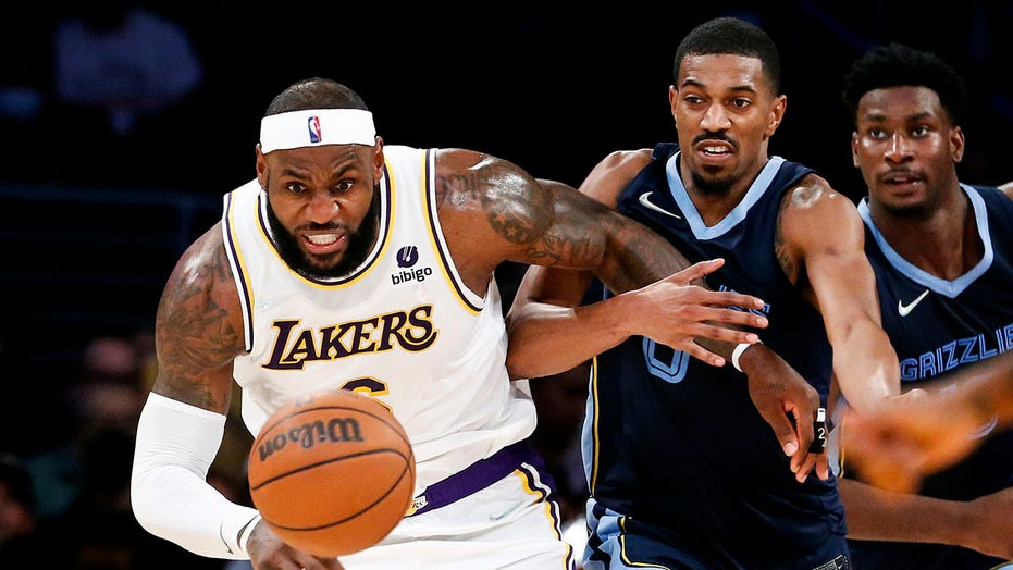 LeBron James to miss Lakers game vs. Spurs due to sore ankle