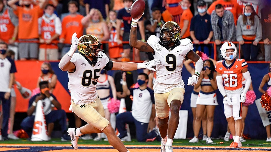 Wake Forest defeats Syracuse 40-37 in OT on Perry TD