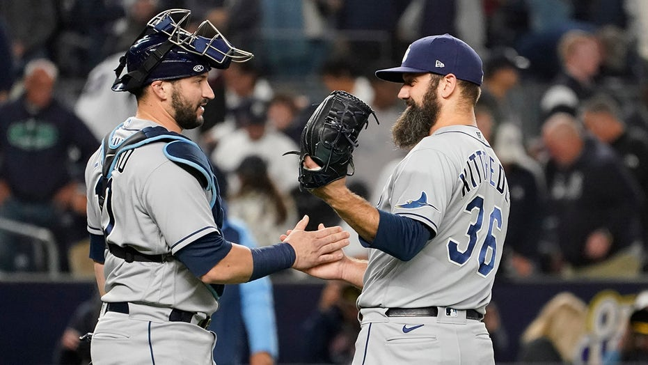 Yanks' rally fizzles, AL wild-card race tightens as Rays win