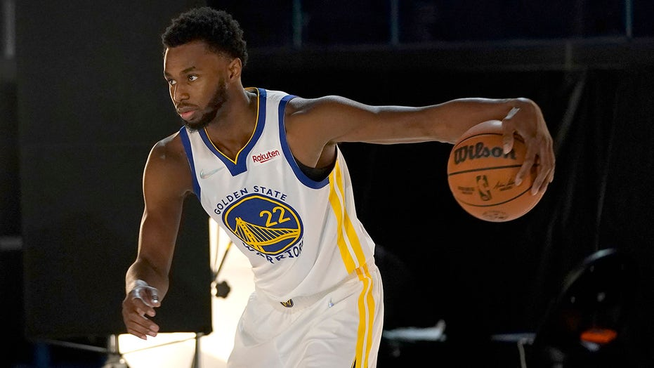 Warriors' Andrew Wiggins gets COVID vaccine after contentious media day, Steve Kerr says