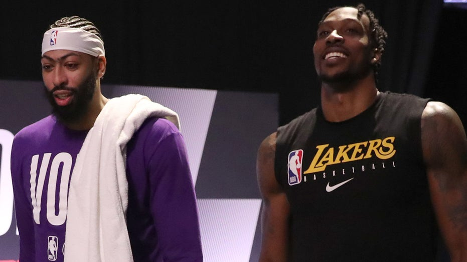 Lakers' Anthony Davis, Dwight Howard get into altercation on bench during timeout