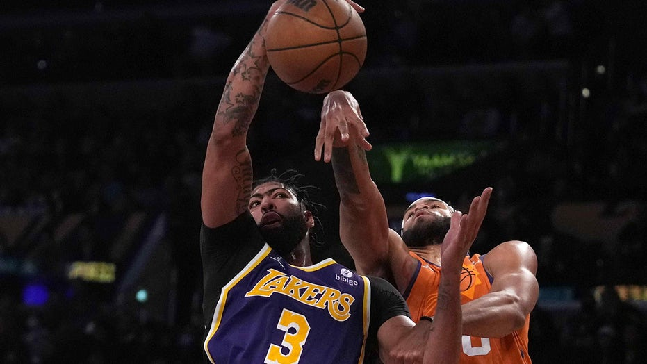 Lakers stars grapple with each other, fans during loss to Suns