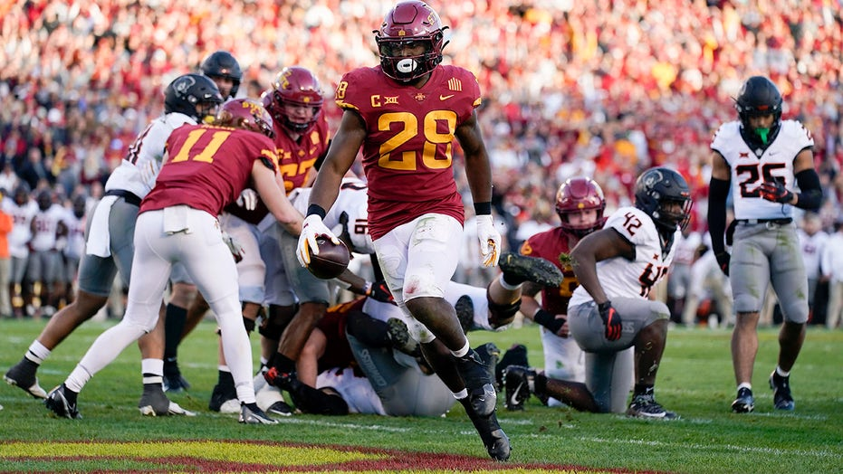 Iowa St. wins another close one against No. 8 Cowboys 24-21