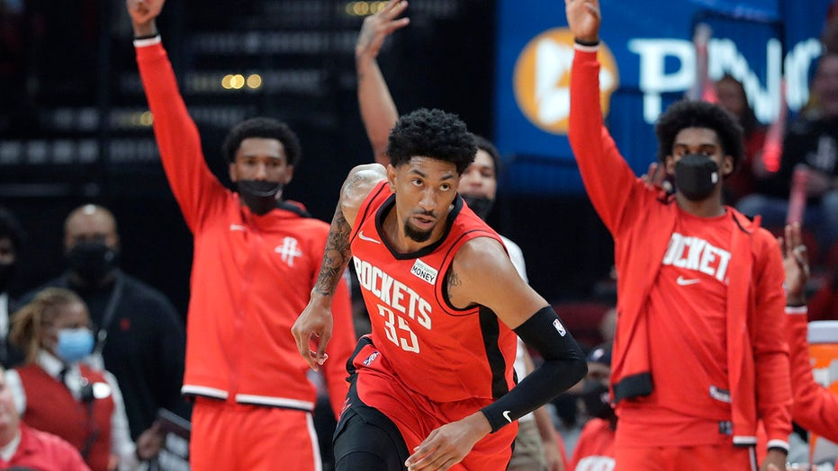 Wood helps Rockets rout Thunder 124-91 in home opener