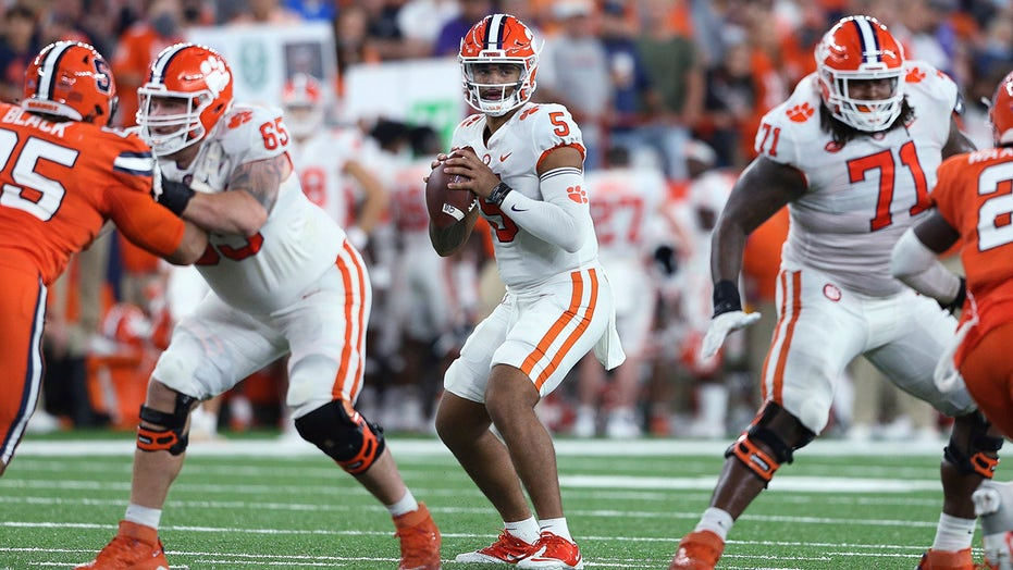 Clemson holds off Syracuse 17-14 when late FG misses