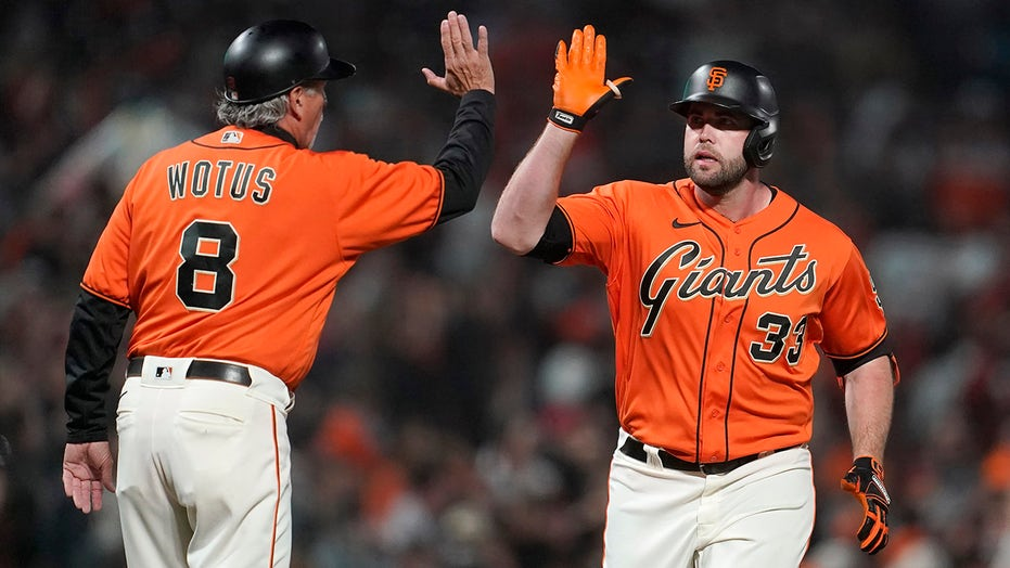 Giants clinch at least tie in NL West, match team wins mark
