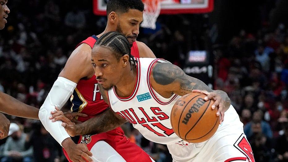 LaVine scores 32, DeRozan 26 as Bulls pound Pelicans 128-112