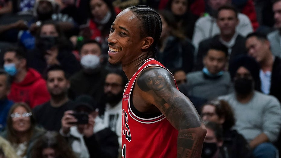DeRozan has 26, Bulls beat Raptors for 4th straight win
