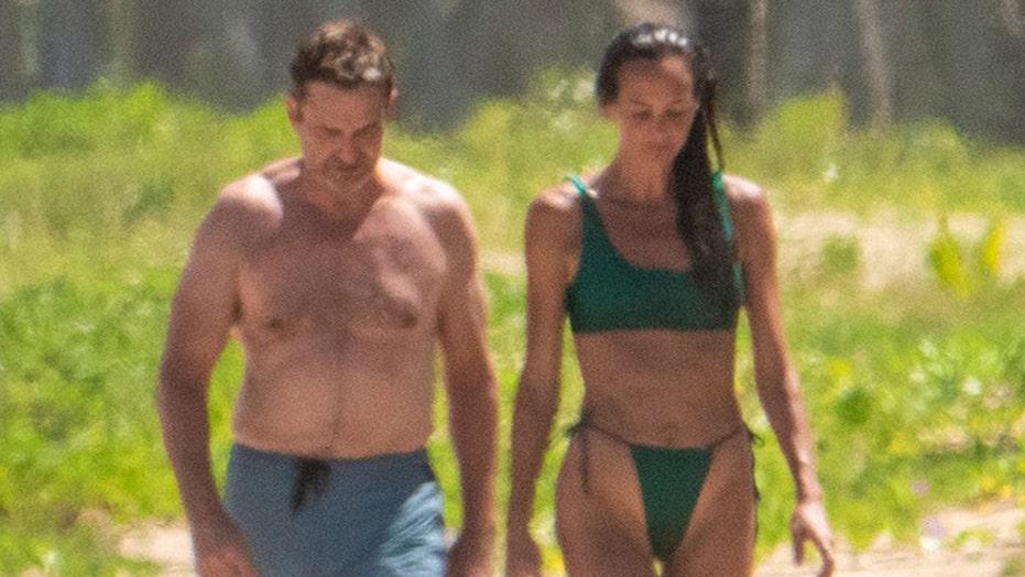 Gerard Butler, Morgan Brown enjoy Puerto Rico beach outing