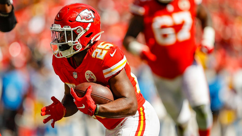 Chiefs' Clyde Edwards-Helaire suffers MCL sprain on scary play, expected to miss few weeks