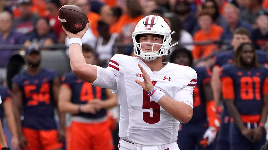 Wisconsin uses running game to roll over Illinois 24-0
