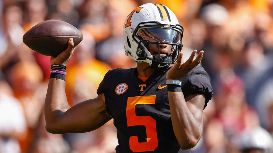 Hooker throws three TDs, leads Tennessee past South Carolina