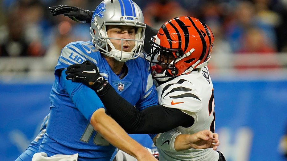 Lions' Dan Campbell poses challenge to Jared Goff after 6th straight loss: 'It's time to step up'