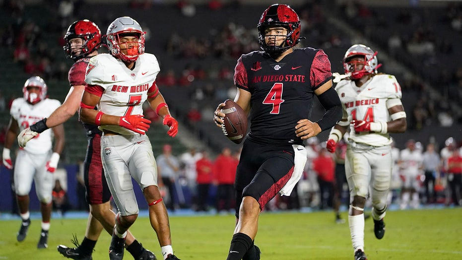 No. 25 San Diego State starts fast, beats New Mexico 31-7