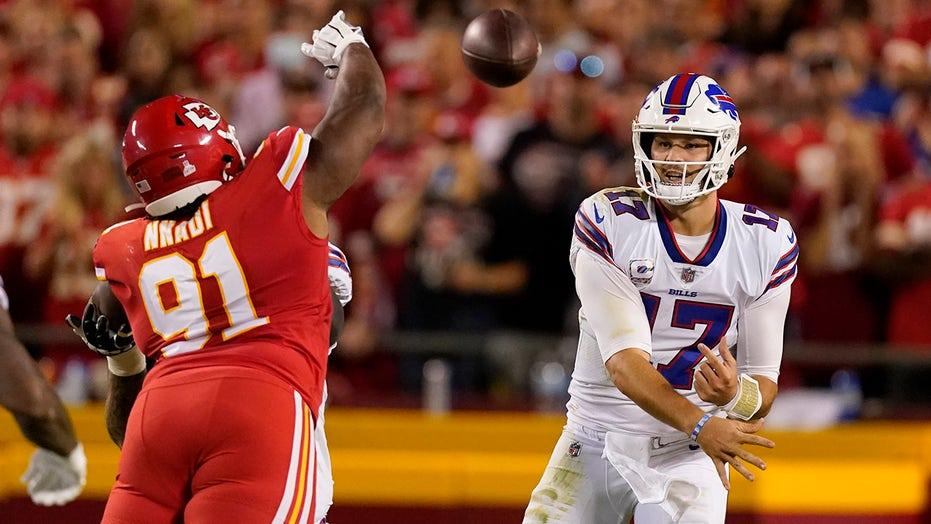 Bills' Josh Allen torches Chiefs for 4 touchdowns in big win