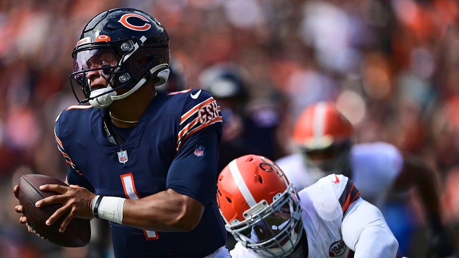 Bears starting quarterback situation for Week 4 a game-time decision, coach says