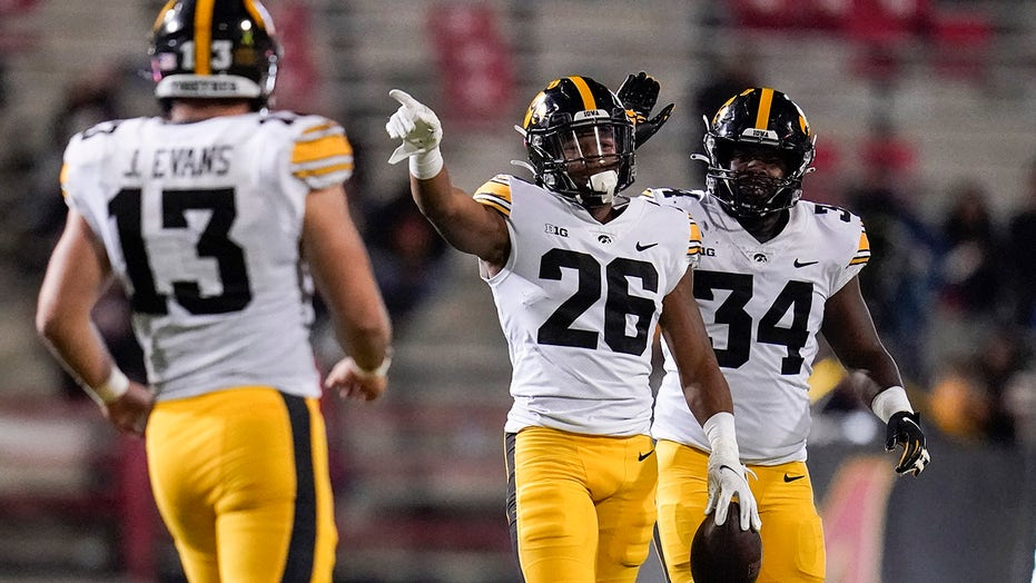 No. 5 Iowa forces 7 turnovers in 51-14 rout of Maryland