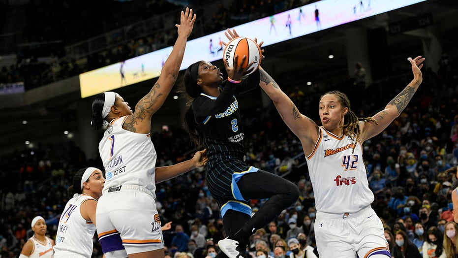 Chicago uses stellar defensive effort to rout Phoenix 86-50