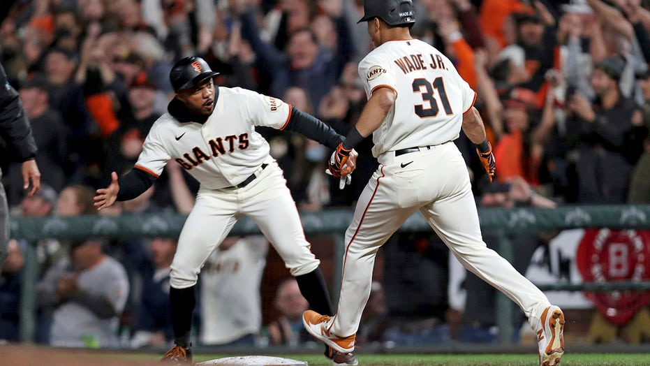 Wade, Giants beat D-backs in 9th, hold 2-game NL West edge