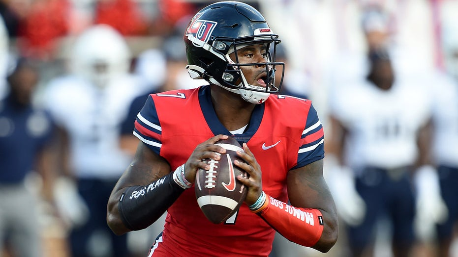 Liberty's Malik Willis channels Houdini in escaping defenders, fires TD pass