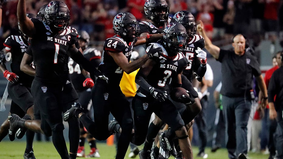 Leary throws 2 TDs, No. 23 NC State holds off Louisiana Tech
