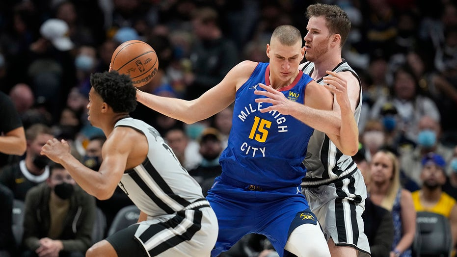 Jokic posts 32 points, 16 boards; Nuggets top Spurs 102-96