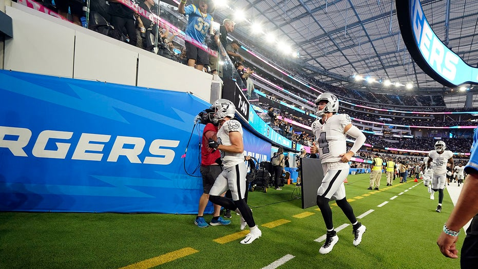 Severe weather delays Chargers-Raiders game, confuses fans