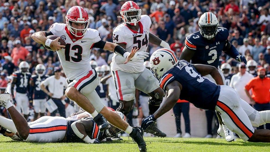 Bennett, No. 2 Georgia romp over No. 18 Auburn 34-10