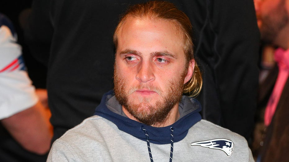 Patriots' Steve Belichick steals the show with odd tongue movement during game