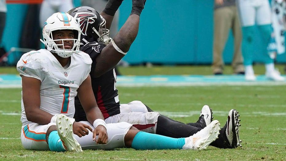 NFL fans debate Tua Tagovailoa's Dolphins future, agent implores team to trade for Deshaun Watson