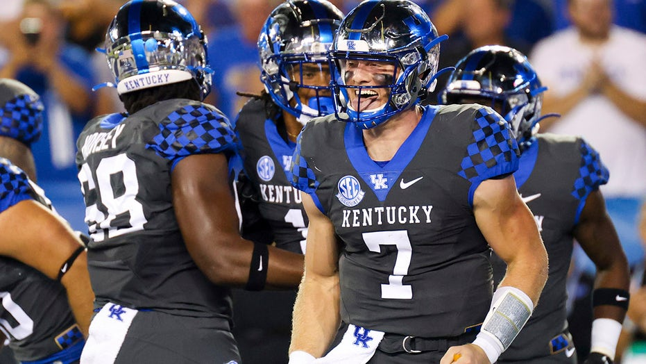 Levis accounts for 5 TDs, No. 16 Kentucky routs LSU 42-21
