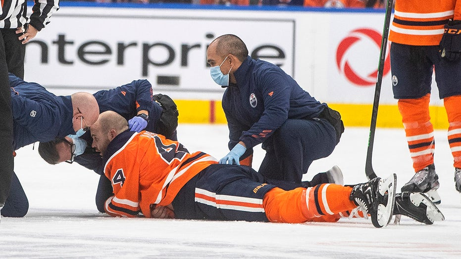 Oilers-Canucks players get into 'scary, terrible' preseason melee