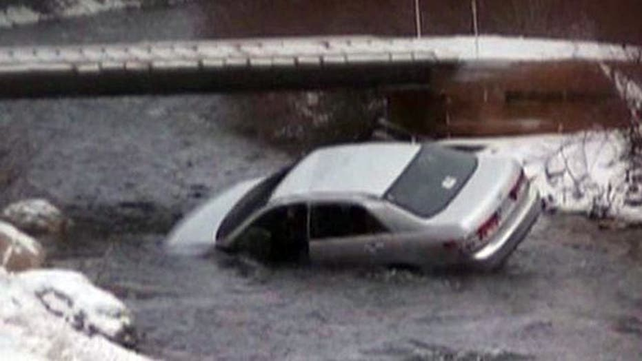 Good Samaritan Rescues Kids from Sinking Car