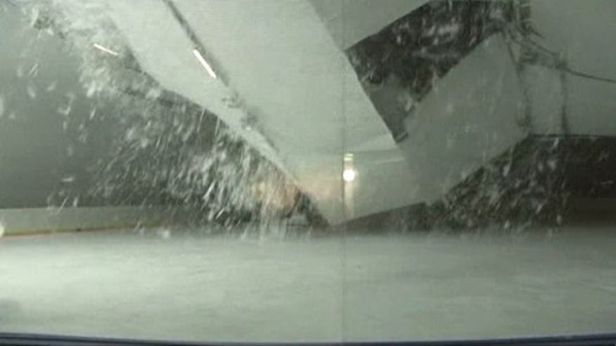 Raw video: Heavy snowfall on roof reportedly to blame for cave-in while young hockey players practiced in Slovakia