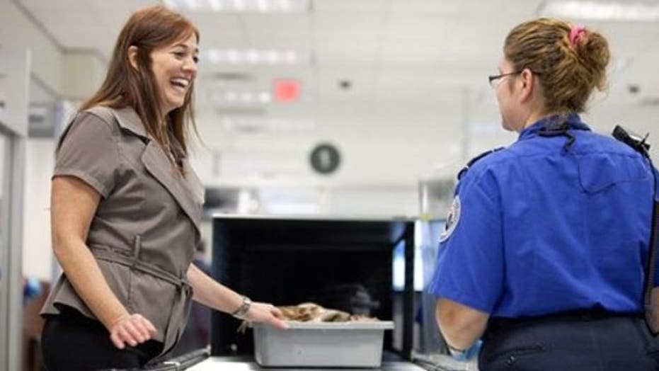 Plan to replace TSA agents with private workers