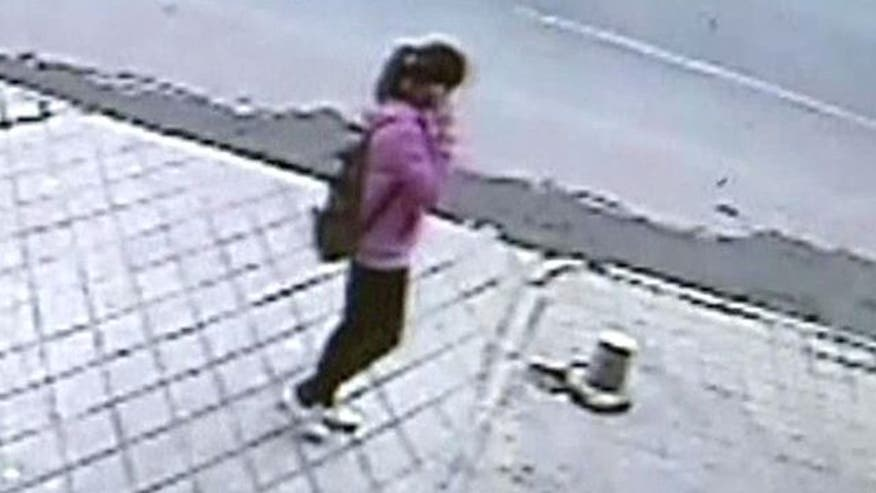 Cab driver rushes to help girl who fell through sidewalk in China