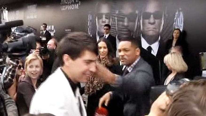 'Men in Black' star slaps newsman