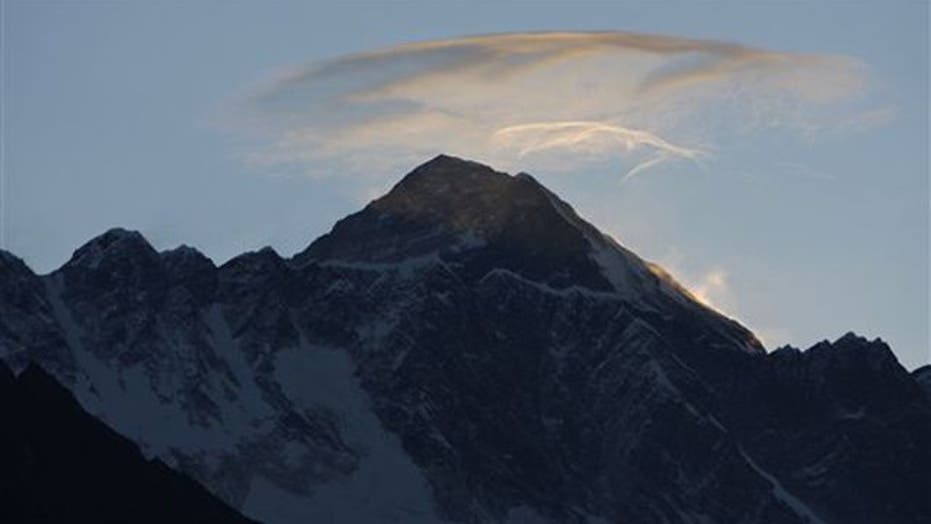 3 climbers dead after taking on Mount Everest