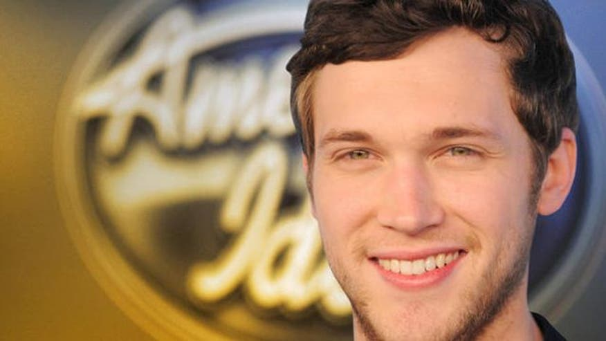 Phillip Phillips beats Jessica Sanchez in season finale to be crowned new 'Idol'