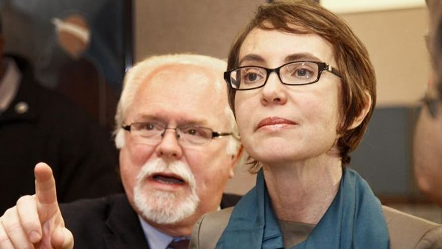 Former Giffords' aide Ron Barber faces Iraq war veteran Jesse Kelly in race for congressional seat