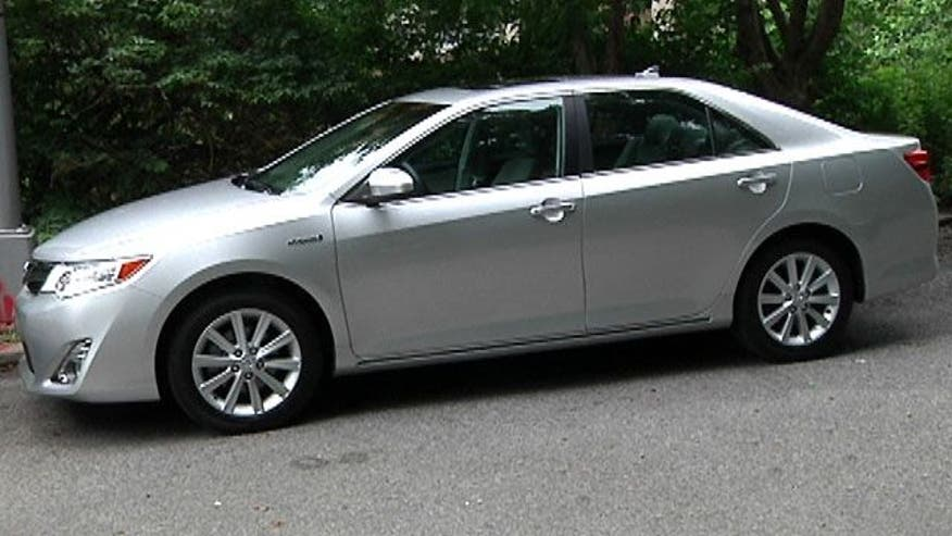 Fox Car Report drives the 2012 Toyota Camry Hybrid