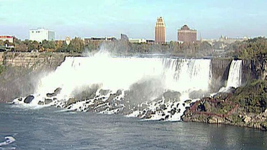 Wallenda to cross Niagara Falls on a tightrope