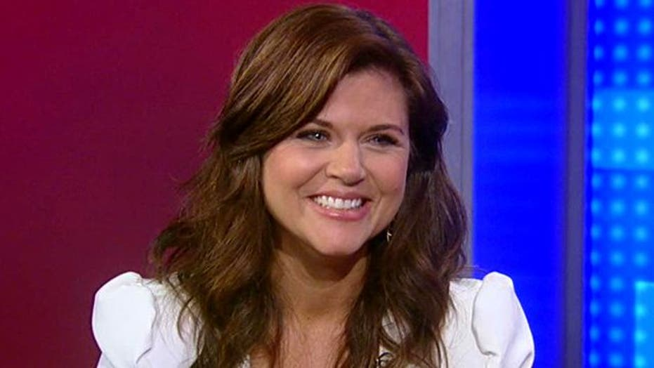 Tiffani Thiessen Goes from Classroom to Crime Scene