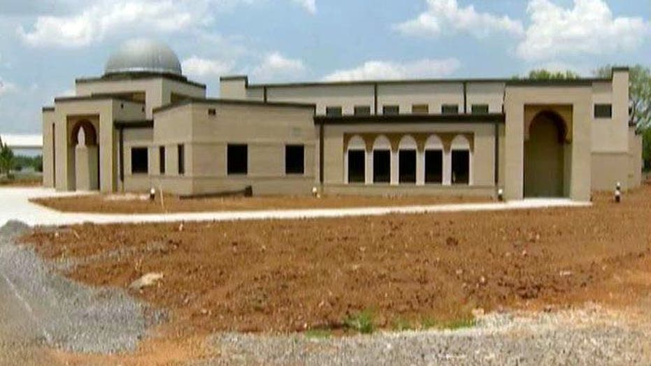 Controversial mosque holds first prayer session
