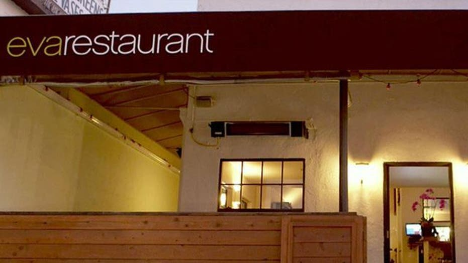 Restaurant offers discount to ditch cellphone at the door