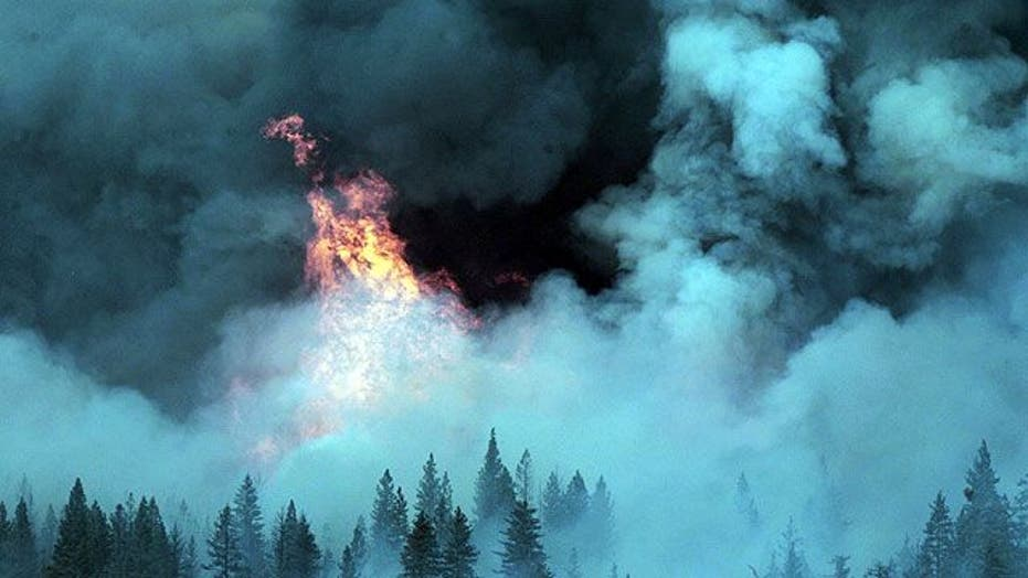 Massive wildfire races toward Northern California towns
