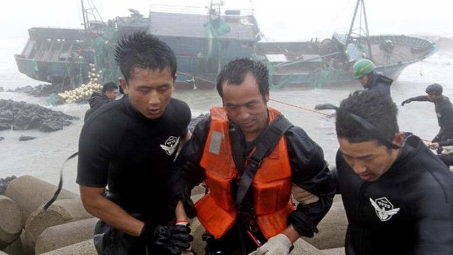 Around the World: Typhoon pounds South Korea