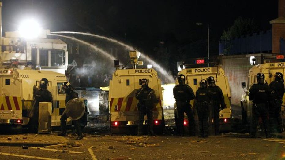 Around the World: Rioters clash in Northern Ireland