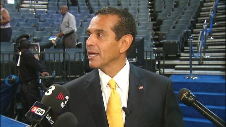 LA Mayor Antonio Villaraigosa took a few questions from press while he made a quick visit to the DNC Floor.
