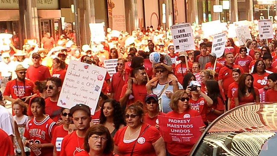 Thousands of teachers strike in Chicago